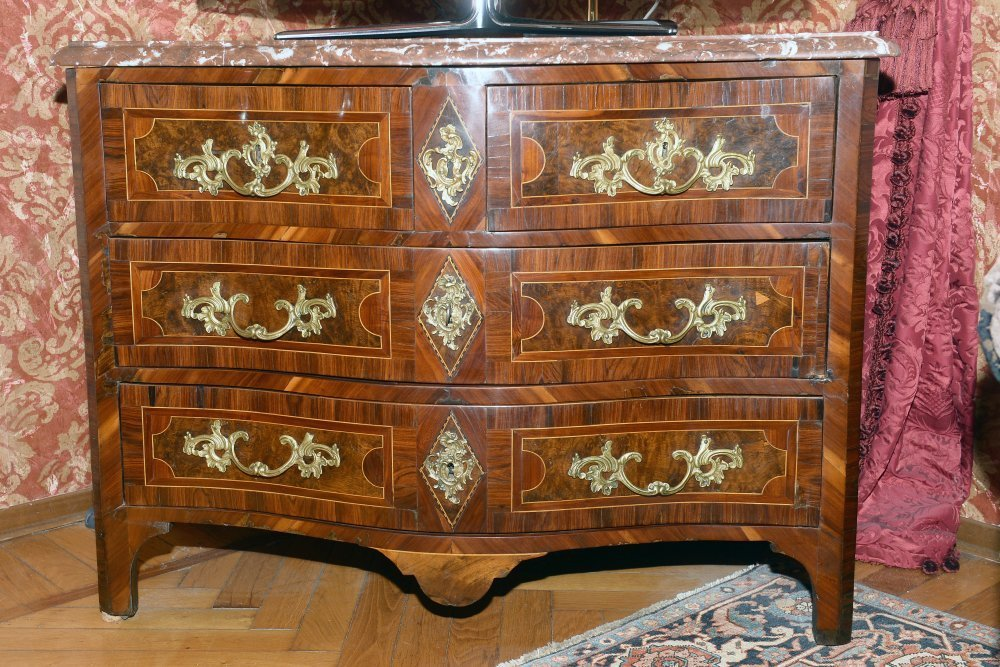 Louis XV chest of drawers - Contact for price