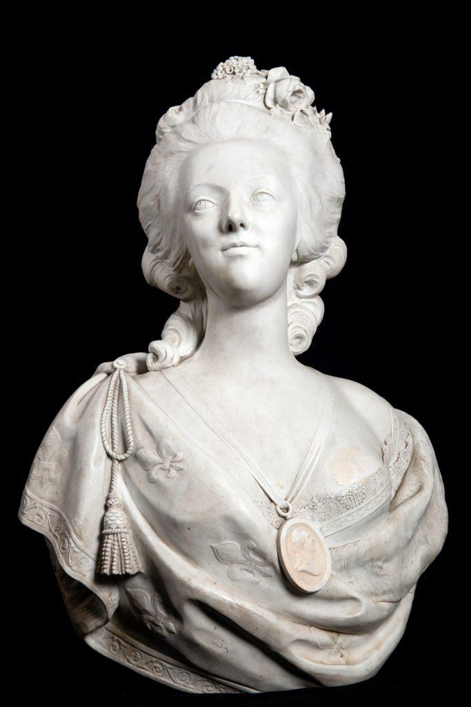 Cod. O 035  Antico  Busto di Maria Antonietta  in Porcellana  biscuit  - Sevres del XIX secolo