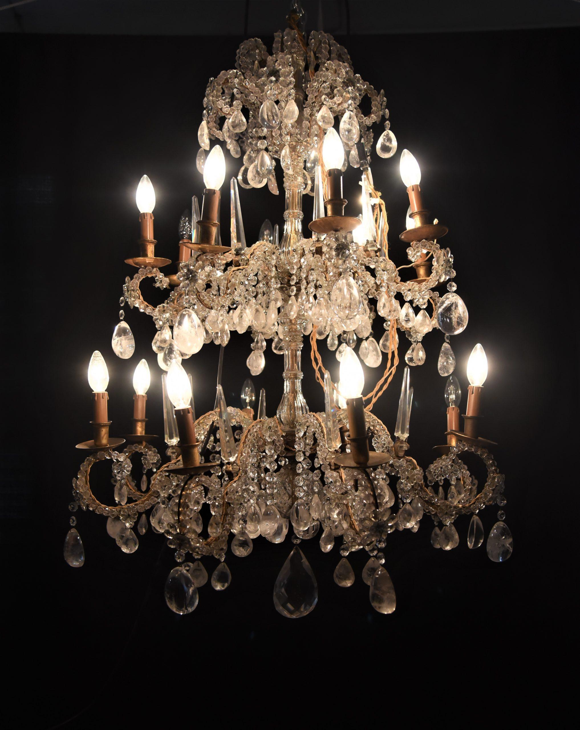 Antico Lampadario del XIX secolo  in CRISTALLO DI ROCCA – 16 luci