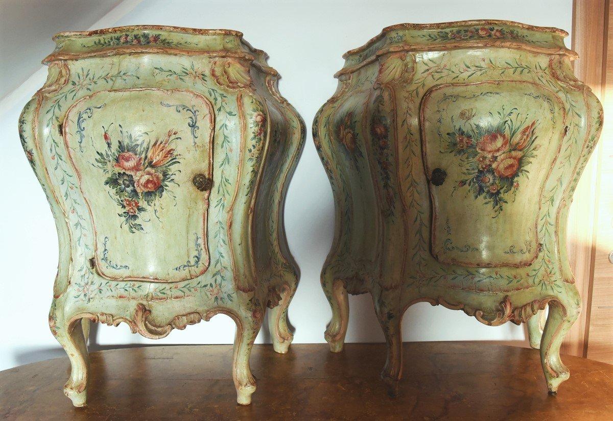 Coppia di comodini in stile Barocco Veneziano del XIX secolo